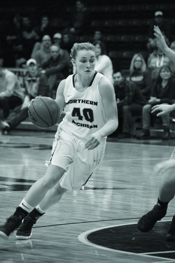 Freshman+guard%2Fforward+Lexi+Smith+scored+10+points+in+Saturdays+win+against+Saginaw+Valley+State+University.+%0APhoto+by%3A+Lindsey+Eaton