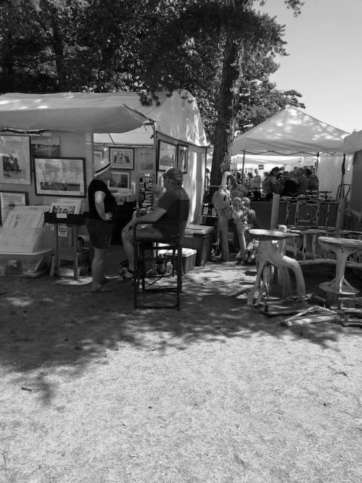 Vendors and artists gather at Picnic Rocks Park on the shore of Lake Superior to showcase paintings, wood work and more. Photo courtesy of Cindy Engle.