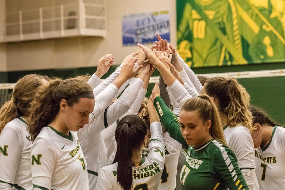 VOLLEYBALLERS+VIE+FOR+TITLE%E2%80%94NMU+Volleyball+looks+to+start+hot%2C+and+stay+hot+into+postseason+play.