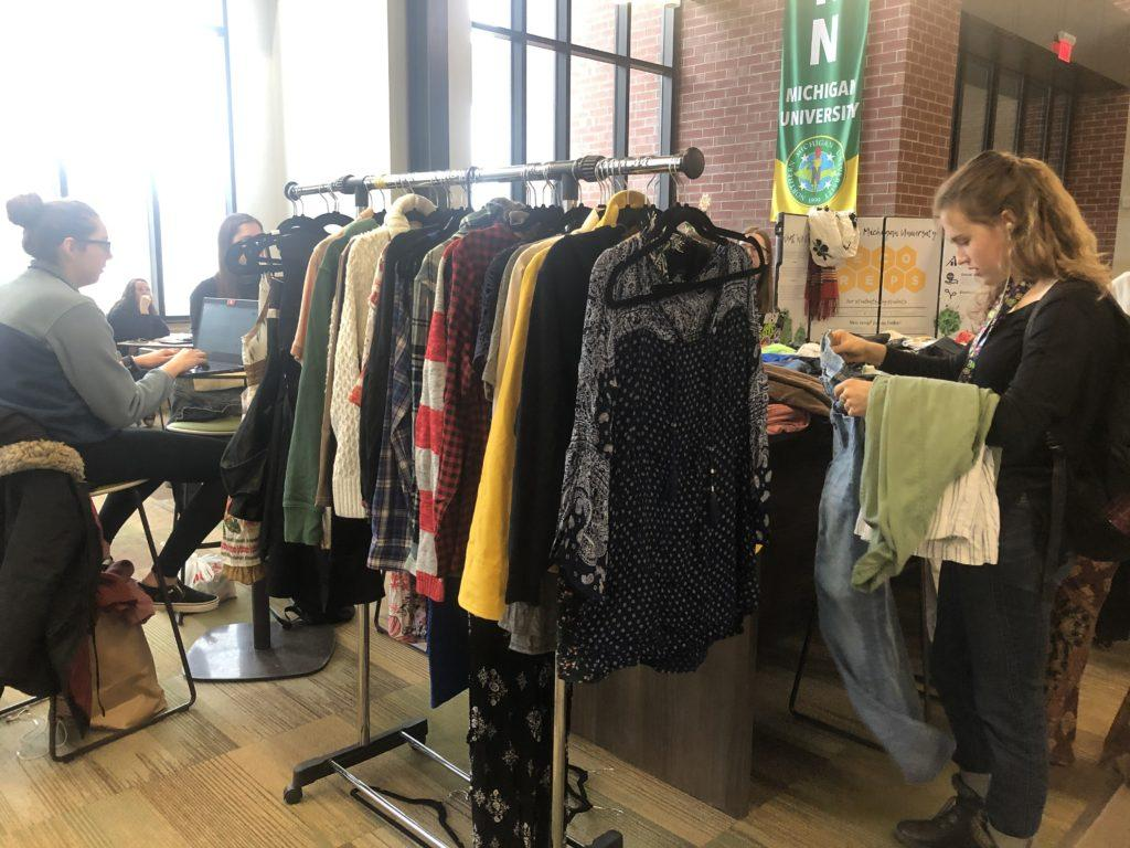 SO+THRIFTY%E2%80%94Freshman+sports+science+major+Savanna+Fassio+picks+out+some+clothes+from+the+EcoRep%E2%80%99s+swap.+%0AMaggie+Duly%2FNW%0A