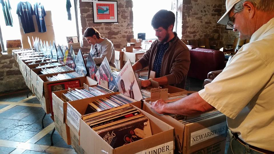 BROWSING TUNES—The community is invited to explore a variety of vinyl records at the four-day pop-up show at the Ore Dock from Thursday, Nov. 7 to Sunday, Nov. 10. Photo courtesy of Jon Teichman