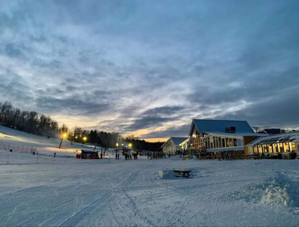 SHOOPIN%E2%80%99%2C+SLIDIN%E2%80%99+SLOPES%E2%80%94Marquette+Mountain+invites+skiers+and+snowboarders+for+its+earliest+opening+of+the+year+at+2+p.m.+on+Friday%2C+Nov.+22.+Regardless+of+recent+warm+temperatures%2C+the+resort+workers+predict+a+good+turnout+with+the+use+of+their+snow+machines.+Photo+courtesy+of+Andrew+Farron