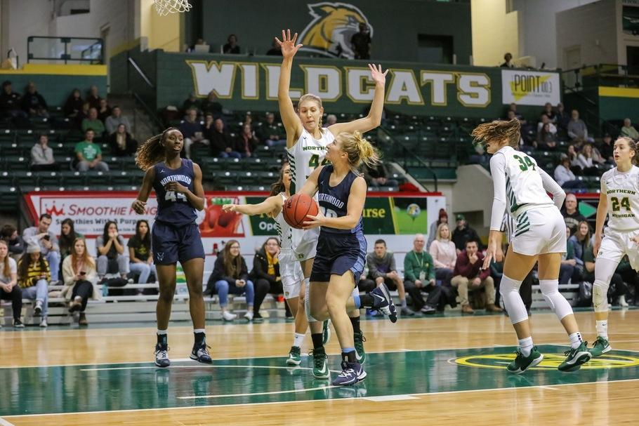 BATTLING+THE+INJURY+BUG%E2%80%94Senior+forward+Jessica+Schultz+has+been+carrying+the+offense+with+so+many+girls+affected+by+injury.+Photo+courtesy+of+NMU+Athletics