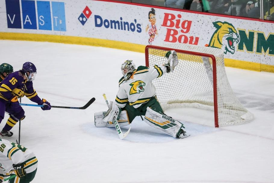 WCHA+COLLISION+COURSE%E2%80%94The+Wildcats+fell+to+Minnesota+State-Mankato+this+past+weekend%2C+but+can+rebound+against+Bemidji+State.+Photo+courtesy+of+NMU+Athletics.