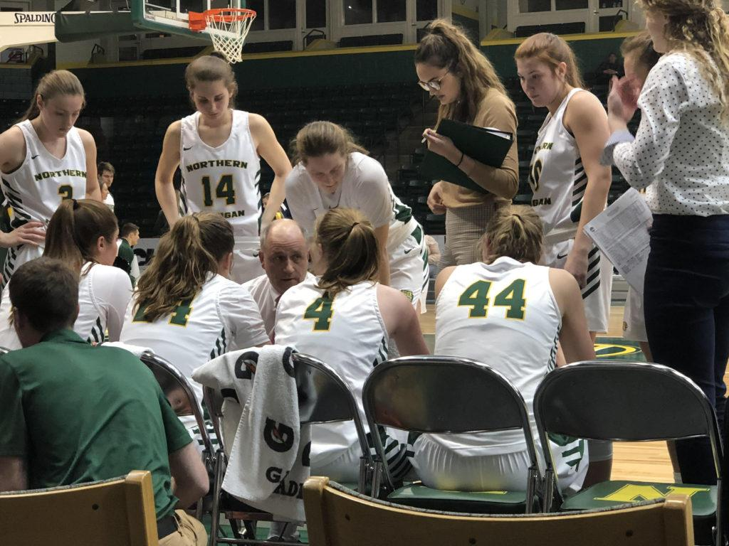 HUDDLE+UP%E2%80%94NMU+Women%E2%80%99s+Basketball+Head+Coach+Troy+Mattson+talks+with+his+team+during+the+Wildcats%E2%80%99+60-55+victory+over+University+of+Wisconsin-Parkside+on+Thursday%2C+Feb.+6.+Travis+Nelson%2FNW