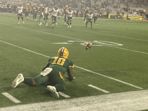 MANY MISCUES—Sophomore running back Tyshon King dives to attempt and catch a pass thrown by sophomore quarterback Drake Davis in NMU
