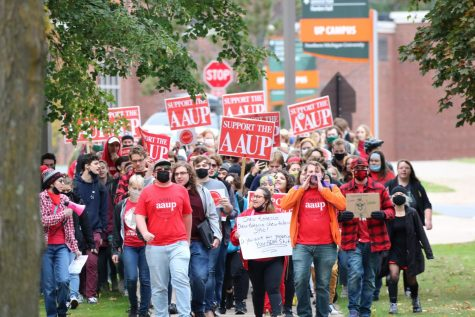 STUDENT SUPPORT—The student organization, Student Supporting Professors, marched on Monday, Oct. 26, from The Woods to the University Center to show support for faculty with their ongoing contract mediations.